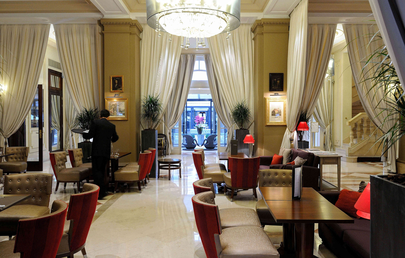 Special Offers:      Hotel California Paris Champs Elysees  in Paris