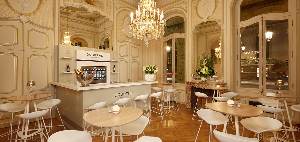Dining:      Hotel Regina Louvre  in Paris