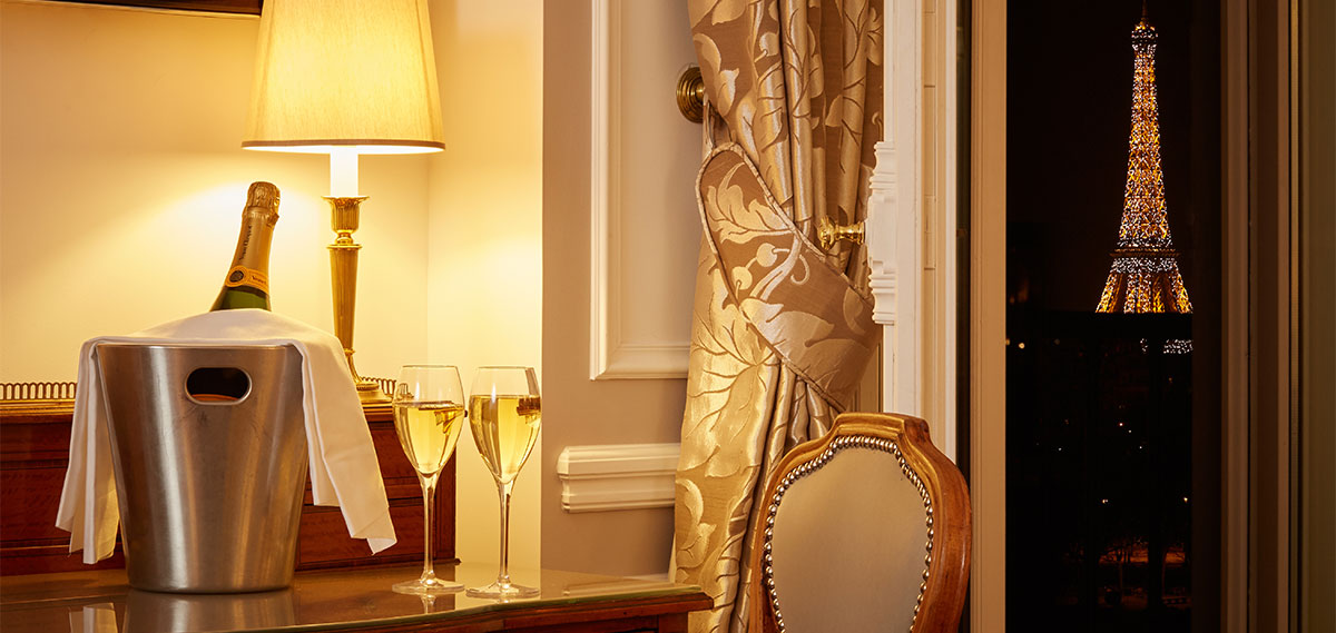 Special Offers:      Hotel Regina  in Paris
