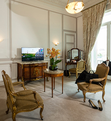 Event Calendar:      Hotel Regina Louvre  in Paris
