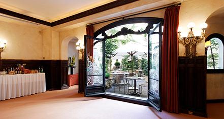 Meetings at      Hotel Regina Louvre  in Paris