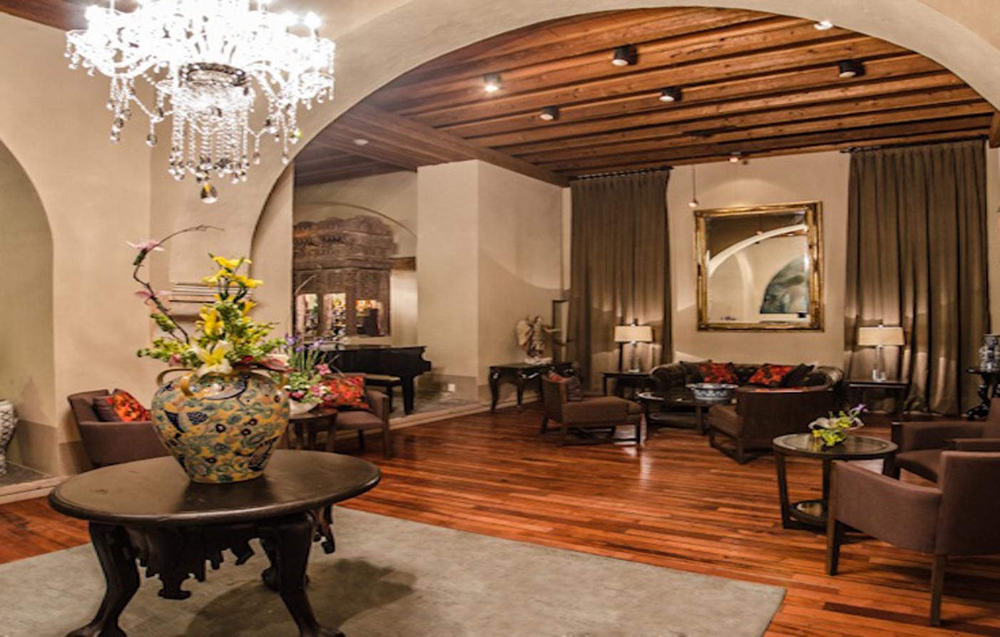 Restaurants and bars in puebla quinta real puebla for Luxury hotel zaragoza
