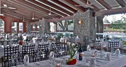 Dining at      Hacienda Jurica by Brisas  in Queretaro