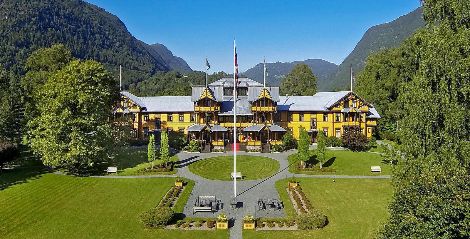 Image of hotel exterior Dalen Hotel, 1894, Member of Historic Hotels Worldwide, in Dalen, Norway, Special Offers, Discounted Rates, Families, Romantic Escape, Honeymoons, Anniversaries, Reunions