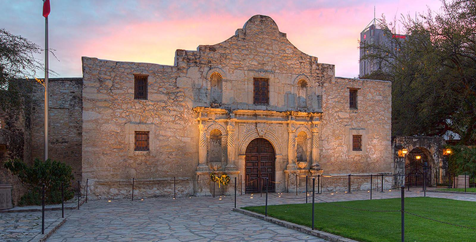Image The Alamo The Emily Morgan San Antonio - a DoubleTree by Hilton Hotel, 1924, Member of Historic Hotels of America, in San Antonio, Texas, Discover