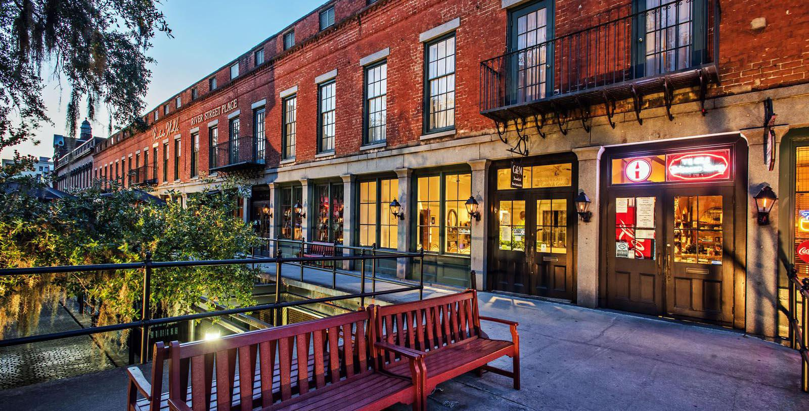 Image of Exterior Royal Street Inn, 1817, Member of Historic Hotels of America, in Savannah, Georgia, Special Offers, Discounted Rates, Families, Romantic Escape, Honeymoons, Anniversaries, Reunions