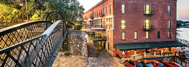 Local Attractions:      River Street Inn  in Savannah