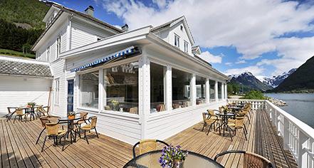 Dining at      Fjaerland Fjordstove Hotel & Restaurant  in Fjærland