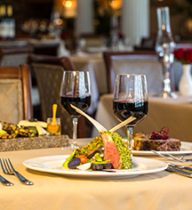 Dining at      Jekyll Island Club Resort  in Jekyll Island