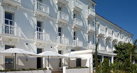 History:      Grand Hotel des Sablettes Plage, Curio Collection by Hilton  in La Seyne-sur-Mer