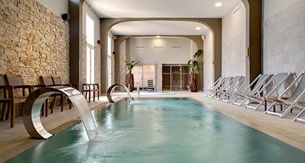 Spa:      Grand Hotel des Sablettes Plage, Curio Collection by Hilton  in La Seyne-sur-Mer