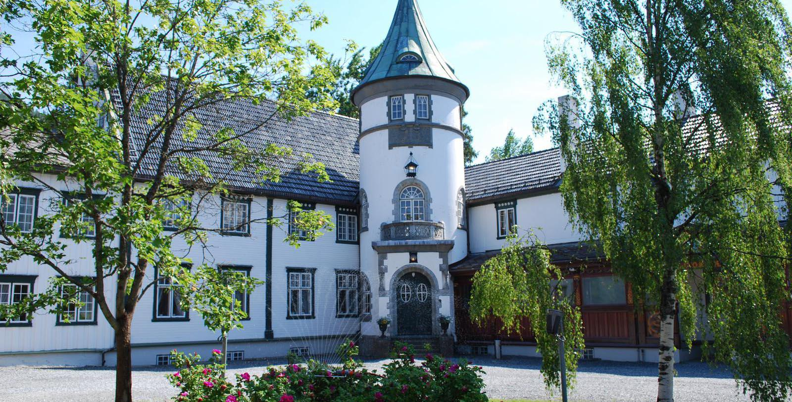 Image of hotel exterior Bårdshaug Herregård, 1890, Member of Historic Hotels Worldwide, in Orkanger, Norway, Special Offers, Discounted Rates, Families, Romantic Escape, Honeymoons, Anniversaries, Reunions