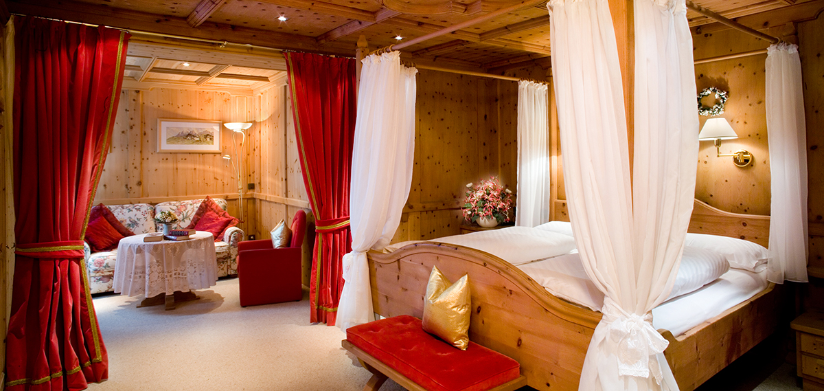 Accommodations:      Hotel Sassongher  in Corvara