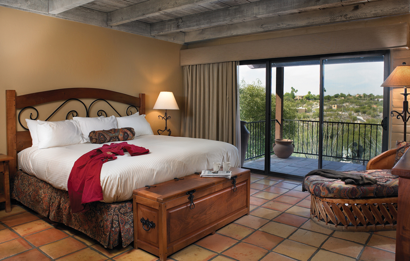 Accommodations:      Hacienda Del Sol Guest Ranch Resort  in Tucson