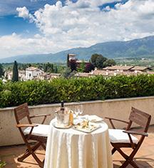 Dining at      Hotel Villa Cipriani  in Asolo