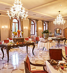 Dining at      San Clemente Palace Kempinski  in Venice