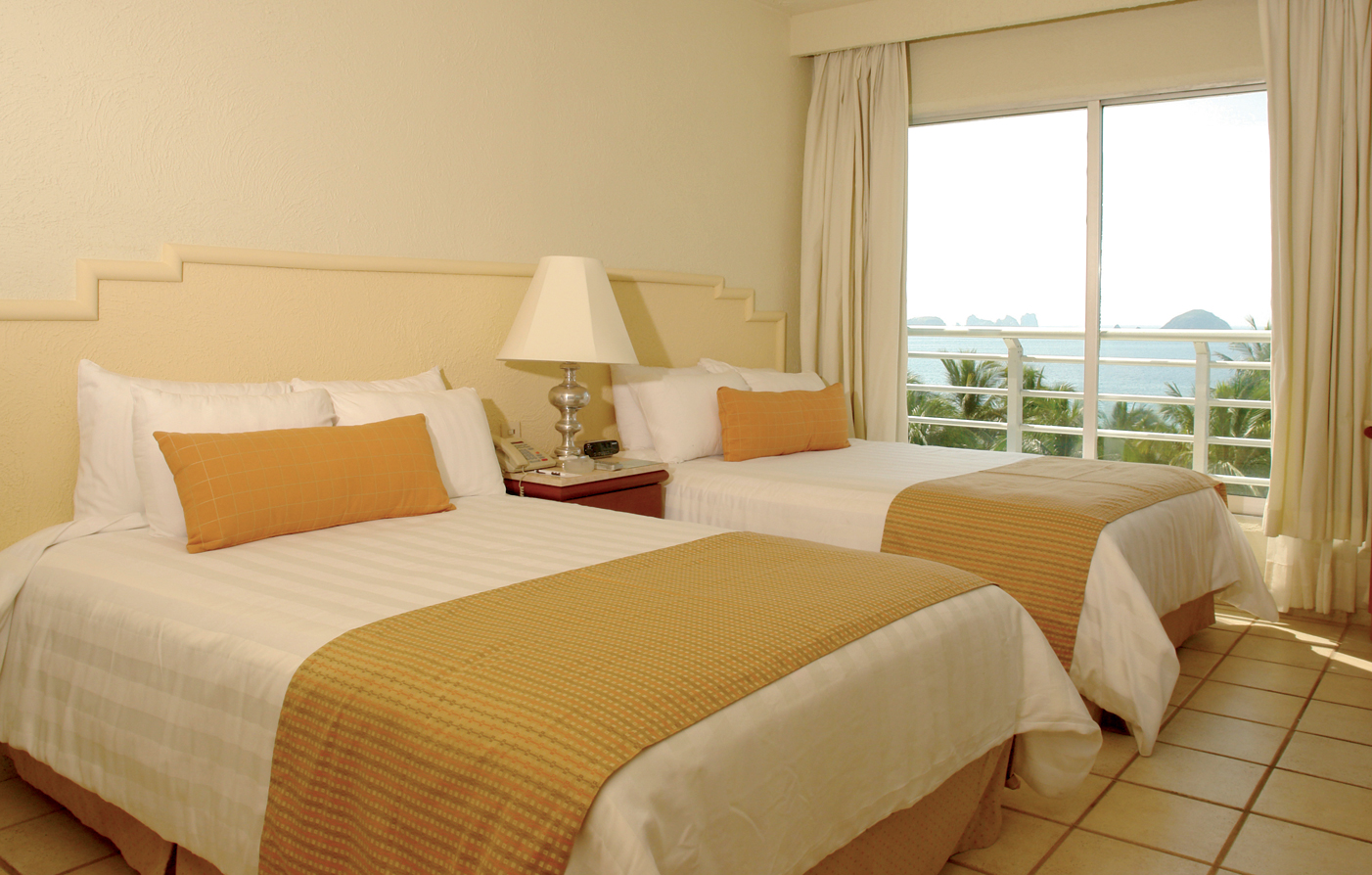 Accommodations:      Emporio Ixtapa  in Ixtapa/Zihuatanejo