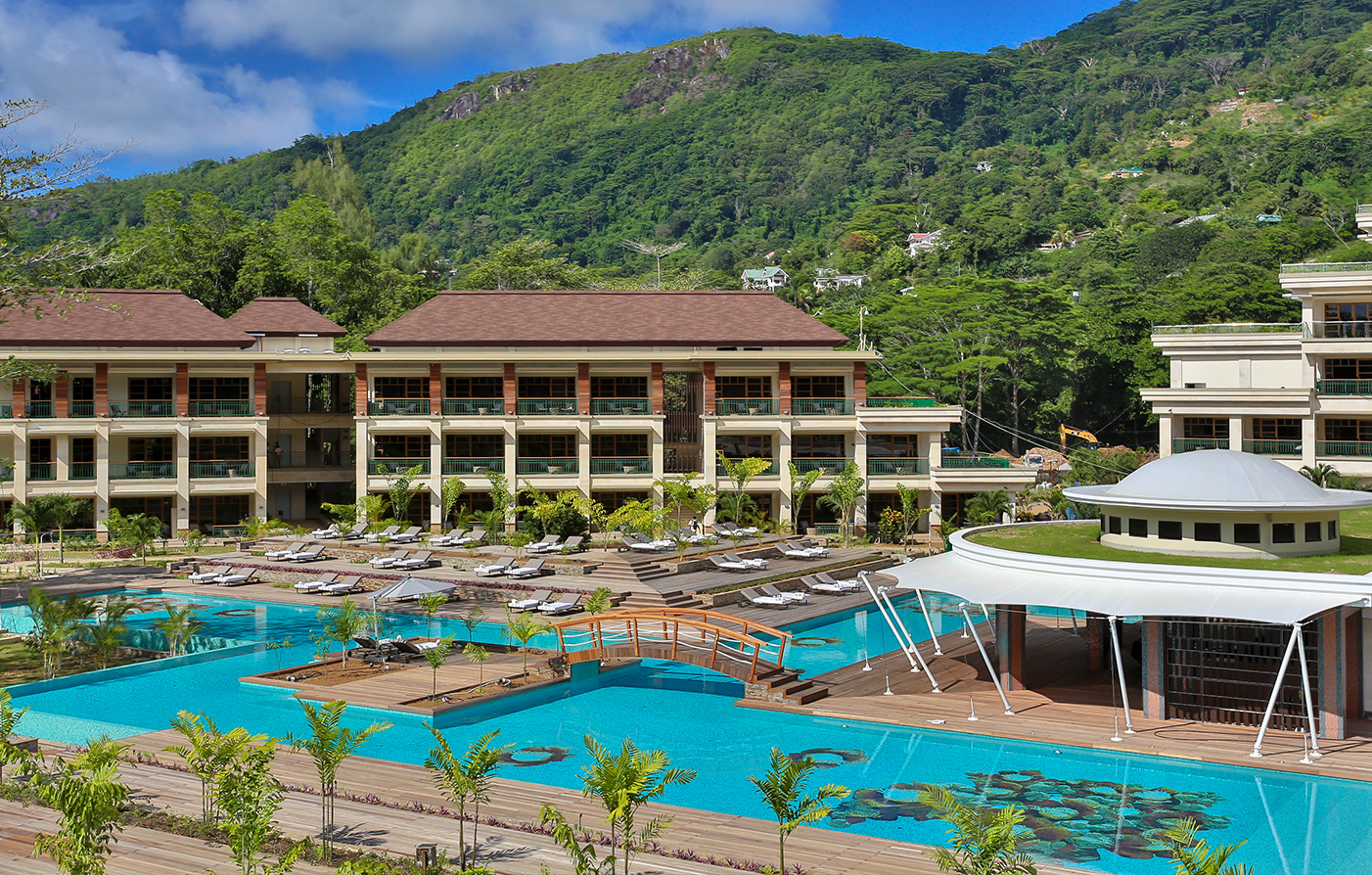 Luxury hotels and resorts preferred hotels resorts for Small luxury hotels of the world group