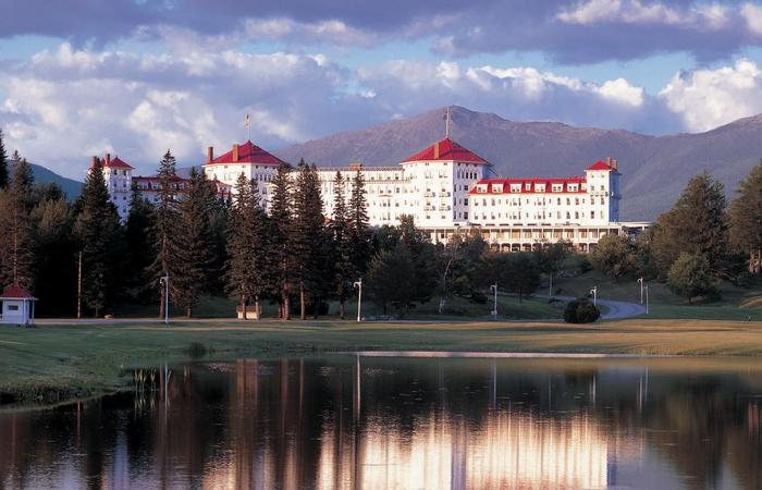 Daytime exterior of the Omni Mount Washington Resort, Bretton Woods in New Hampshire.
