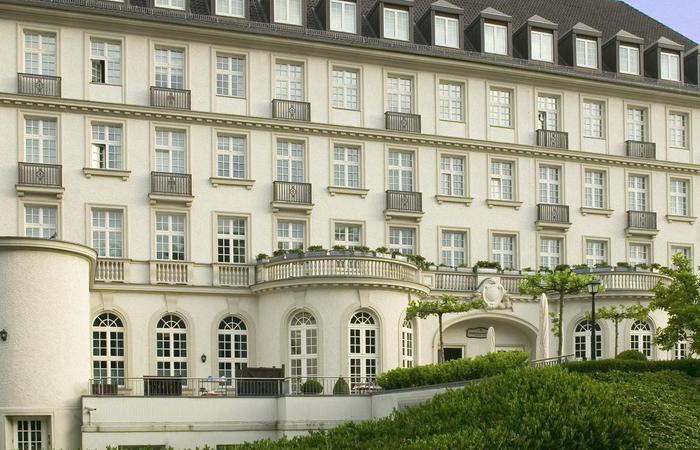 Daytime exterior of Hotel Pullman Aachen Quellenhof in Aachen, Germany.