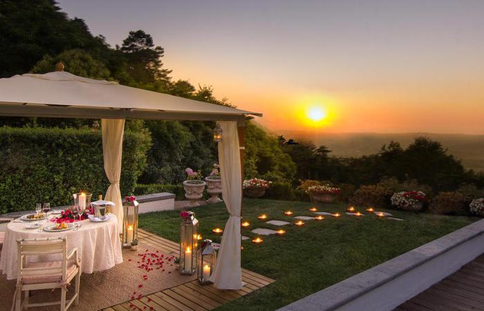 Image of romantic dinner for two at Tivoli Palacio de Seteais in Sintra, Portugal.
