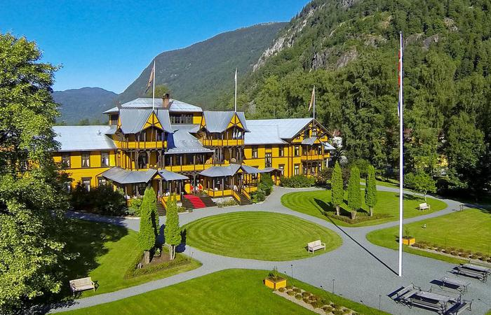 Daytime exterior of the Dalen Hotel in Norway.