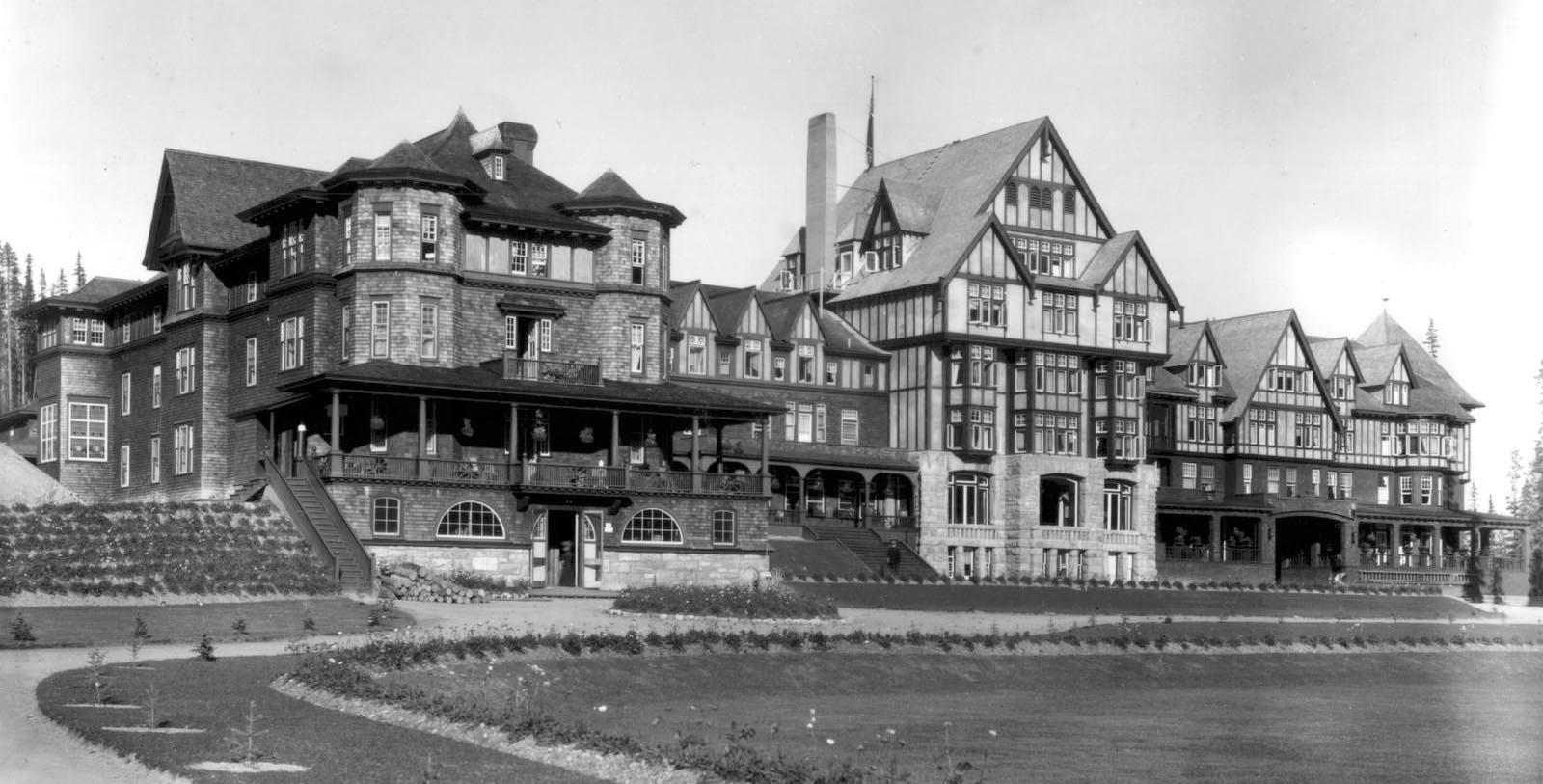 Historic exterior of the Fairmont Chateau Lake Louise in Alberta, Canada.