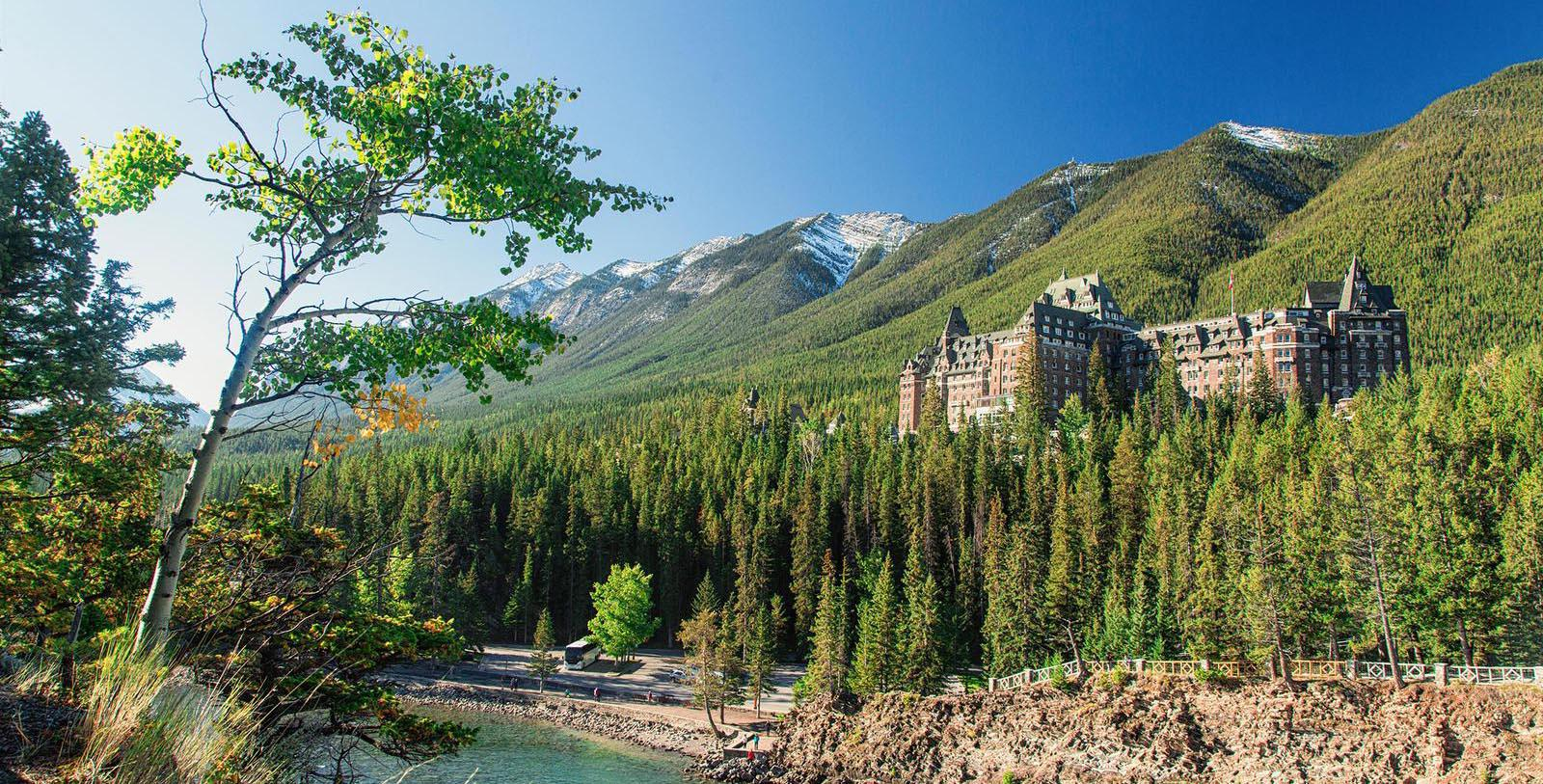 Discover the wonderful Baronial-style architecture of the Fairmont Banff Springs.