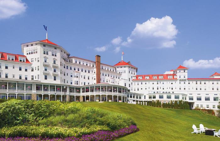 Image of exterior of the Omni Mount Washington Resort, Bretton Woods in New Hampshire.