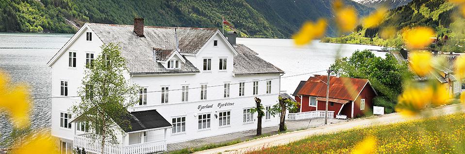 Fjaerland Fjordstove Hotel & Restaurant
